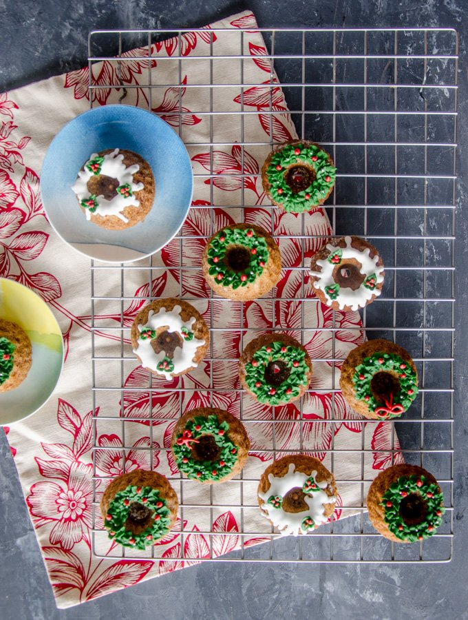 christmas-wreath-mini-bundt-cakes